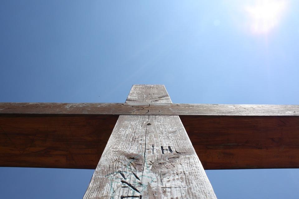 kruis, geloofsopvoeding, christelijke mama, moederschap, opvoeding