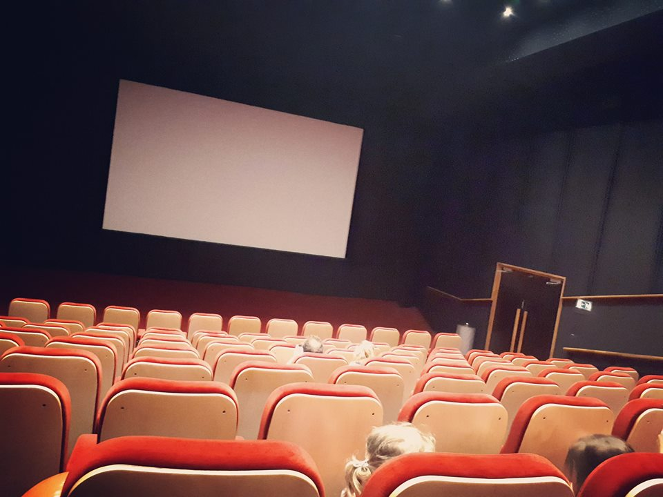 eerste keer bioscoop, peuter, casper en emma maken theater