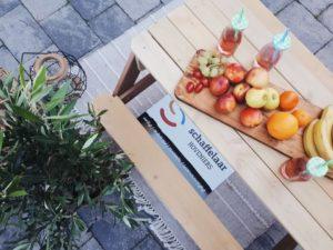 picknicktafel voor kinderen, zand en water tafel, olijfboom, schaffelaar hoveniers, samenwerking, mama van dijk
