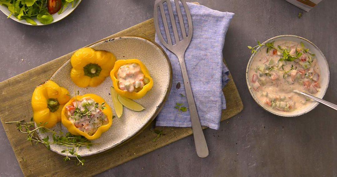 maak een groentedip, tomatensalsa met paprika